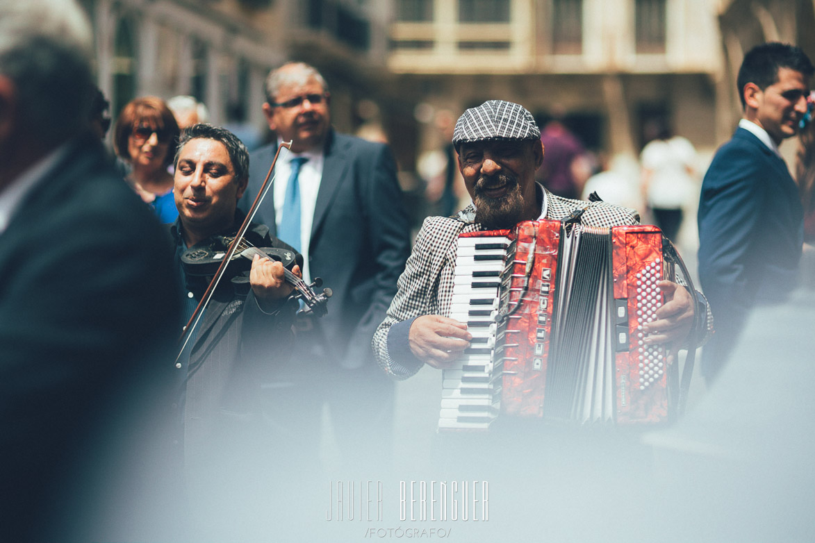 Fotos de Boda en Catedral de Murcia con músicos callejeros