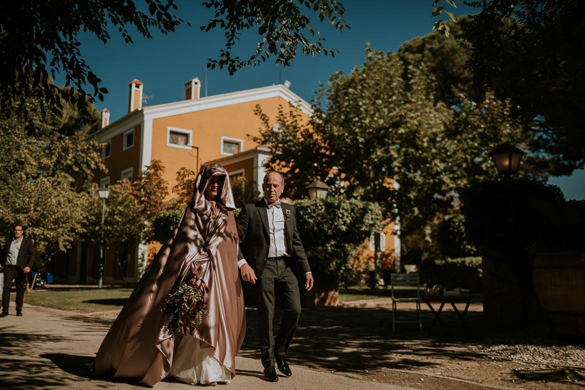 novias con capa y capucha
