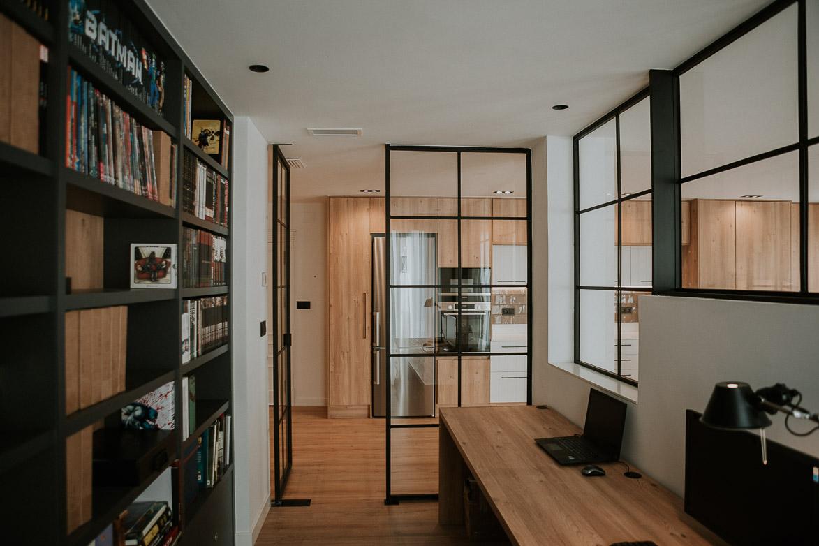 Despacho Minimalista y Confortable