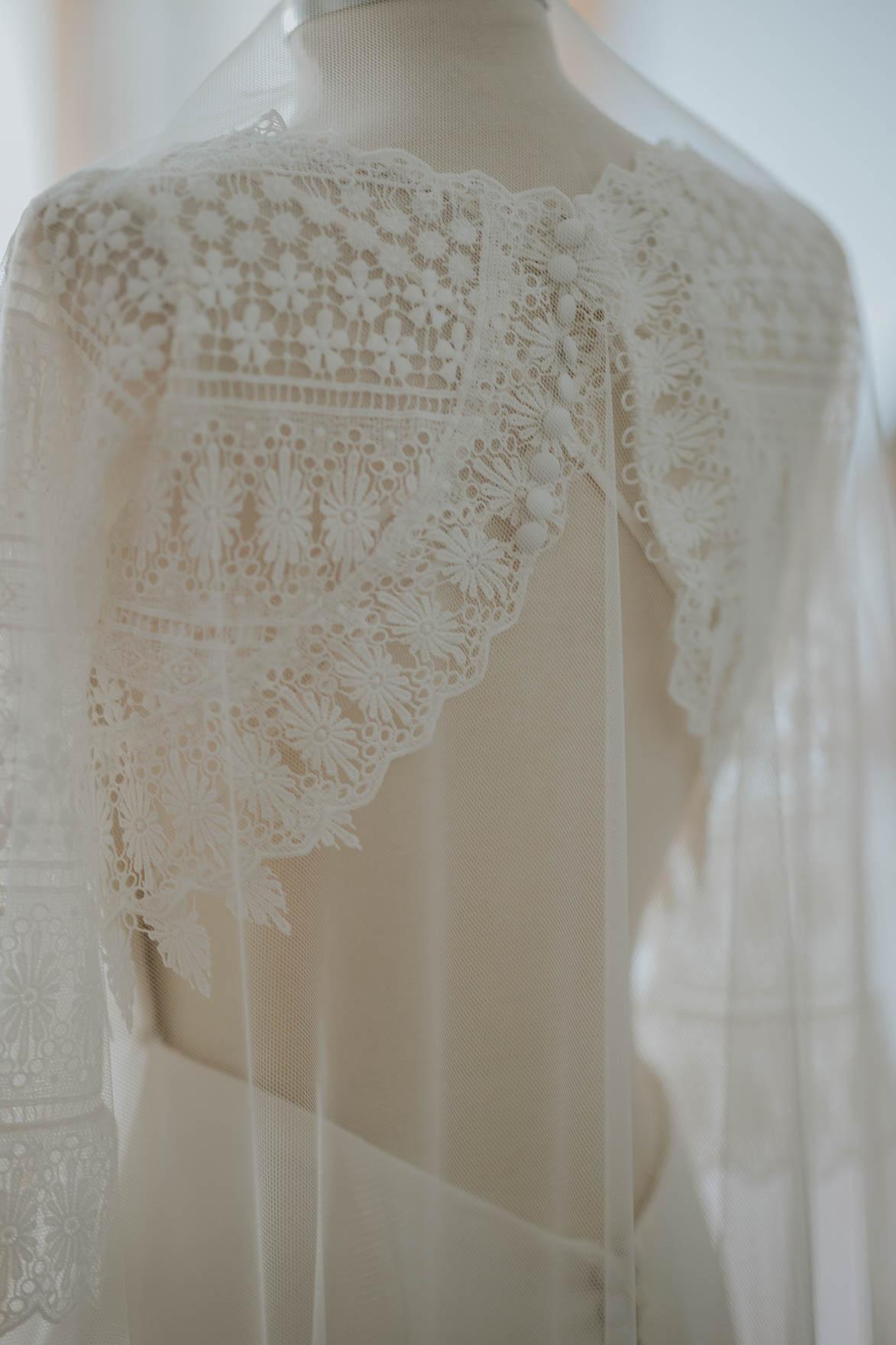 vestido de novia con espalda descubierta de Ruben Hernandez