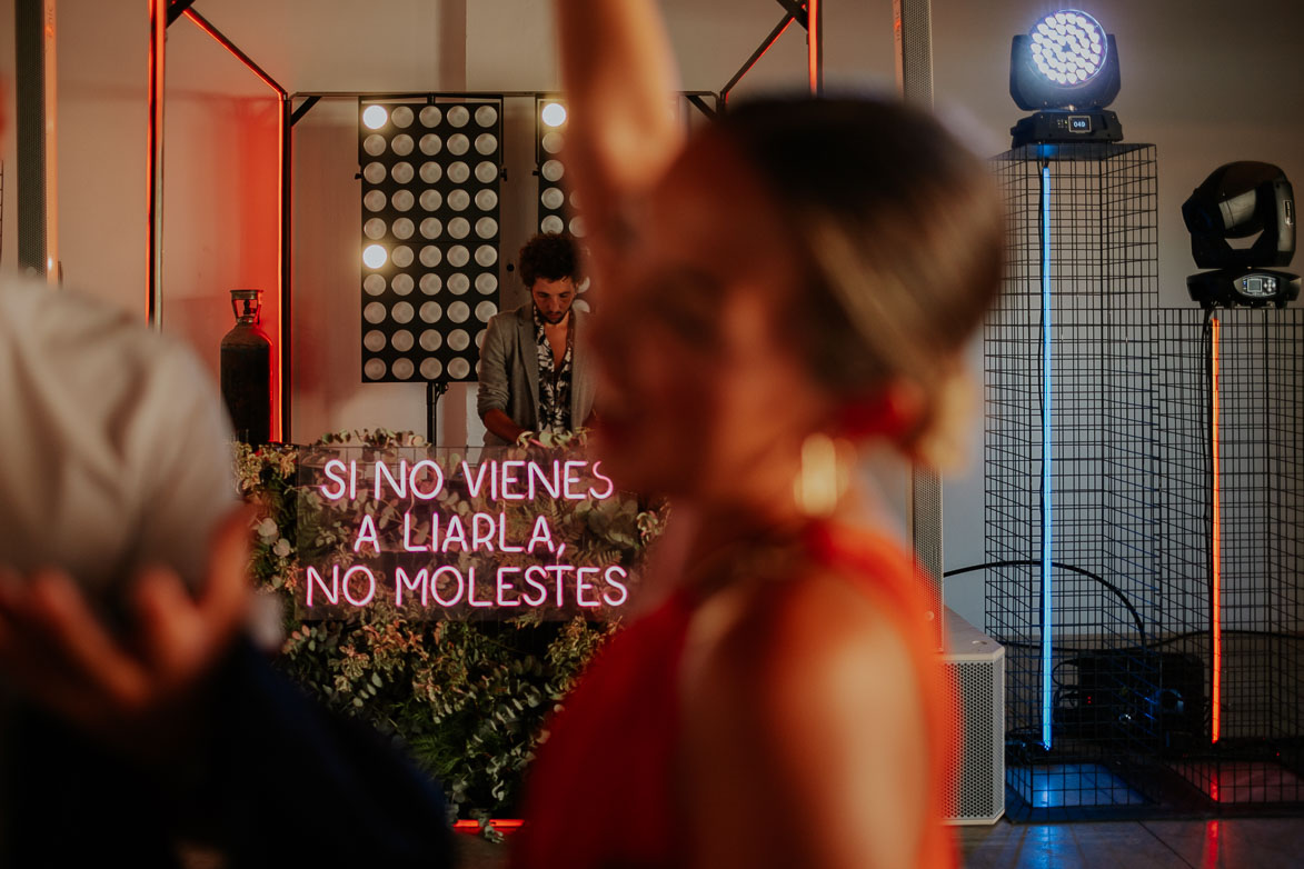 si no vienes a liarla no molestes Neon Love Fest