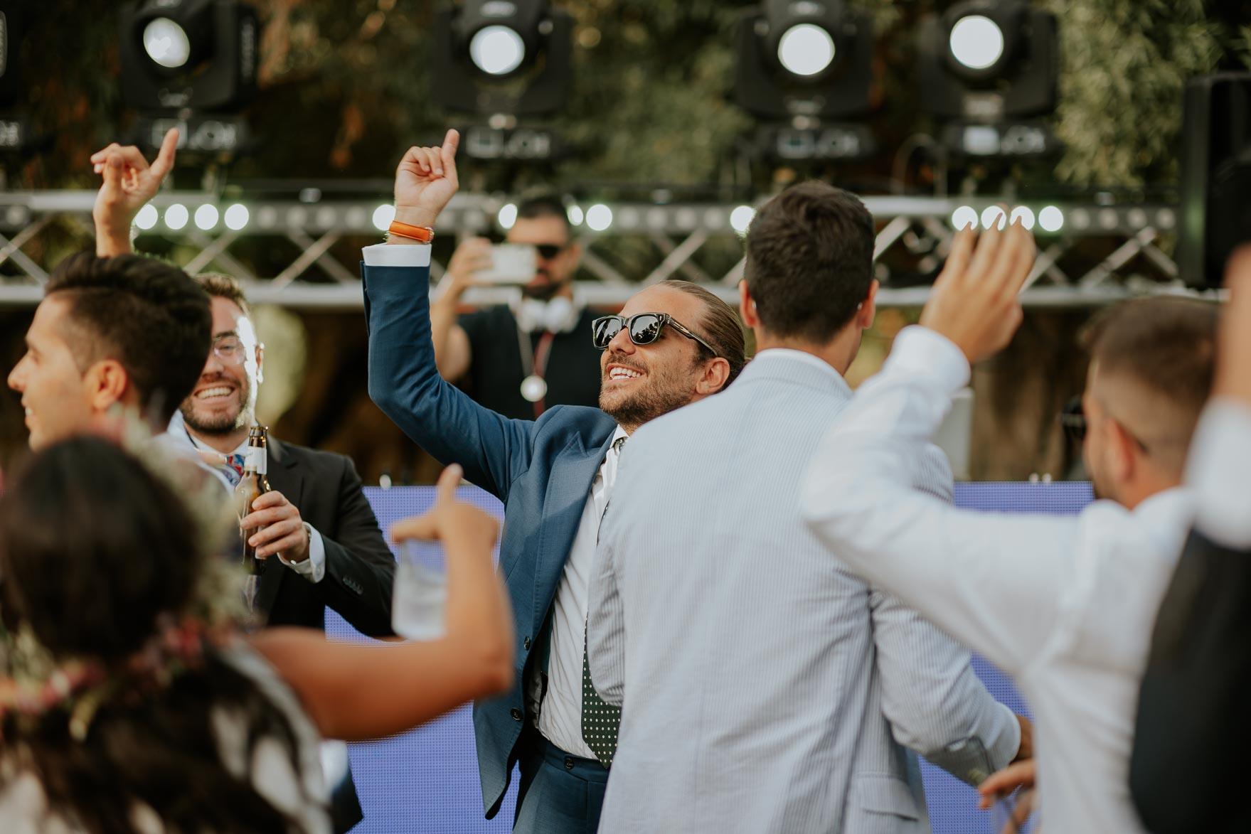 Invitados bailando en Boda