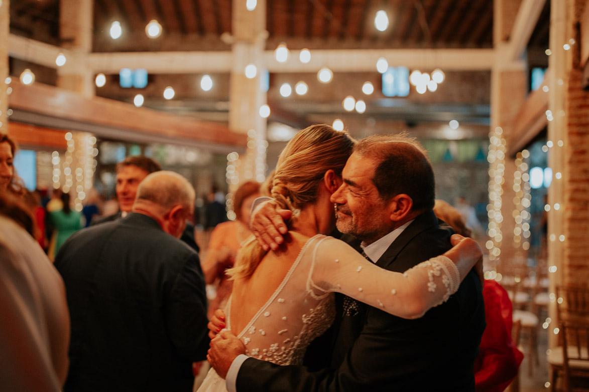 Cuando se dan abrazos en el protocolo de una boda